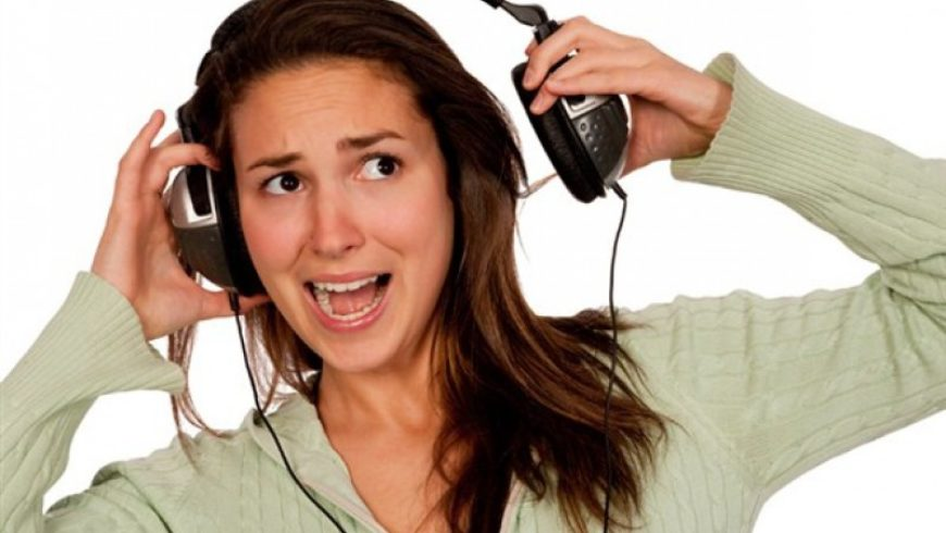 Alguns hábitos diários podem causar problemas auditivos e até surdez