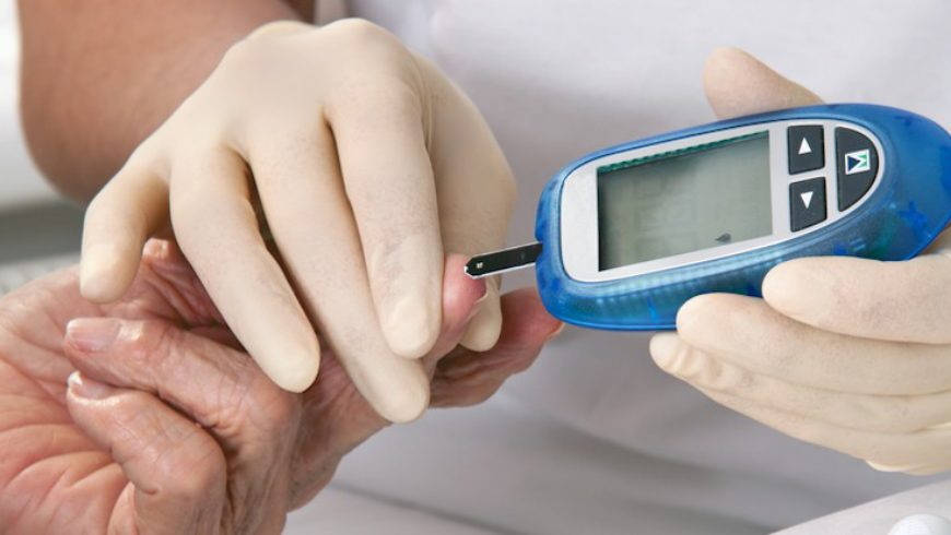 Quais preocupações o portador de diabetes deve ter com os olhos?