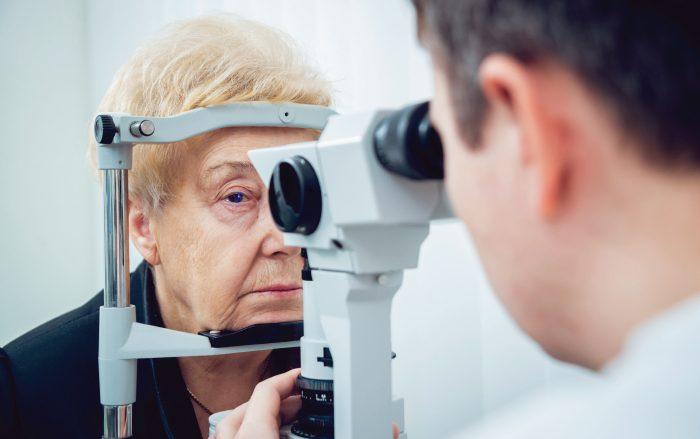 Menopausa X Catarata: o que é preciso saber sobre o tema