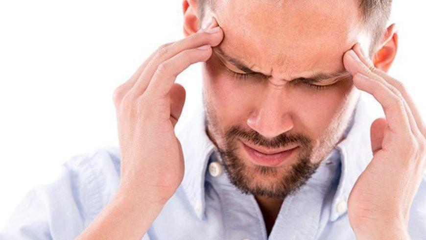 Dor de cabeça e zumbido podem ser sintomas da perda de audição