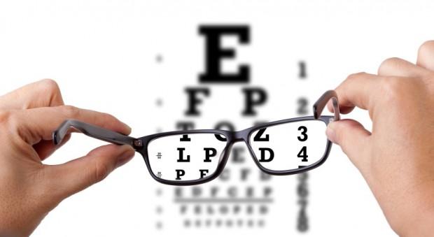 Com qual frequência devo ir ao médico oftalmologista?
