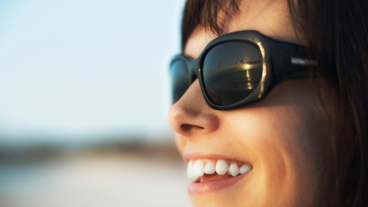 Os benefícios dos óculos escuros para sua saúde visual