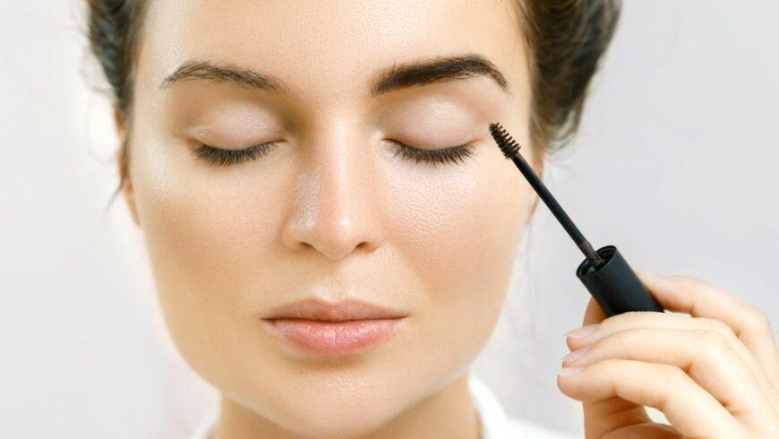 Confira a validade de produtos usados na área dos olhos